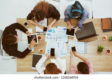 Team businessmen are sitting discussing the job. Many marketing plans from around the world. Loading the data. Make decision to invest in stocks. Successful organization will have a good consultant.