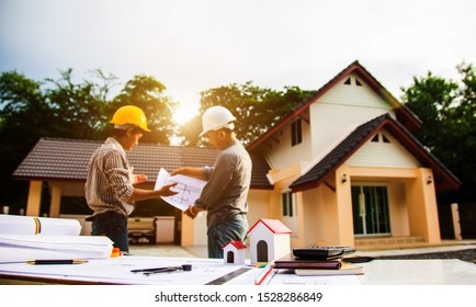 Projekt für Team Engineer und Architect Manager.Entwurf auf der Baustelle mit neuem Start in Office.