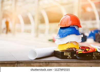 Teamwork of the construction team must have quality. Whether it is engineering, construction workers. And have a helmet to wear at work. For safety at work.