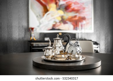 Teapot with clock and nut