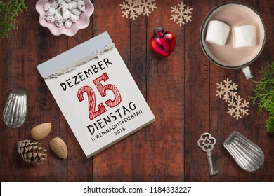 tear-off calendar with 25th of december 2018 (in German) on top on a wooden surface