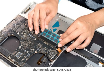 technician install upgrade memory for laptop computer