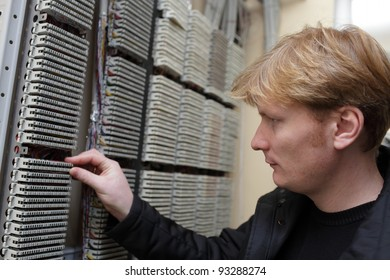 The technician touching terminal bloc on the telecom site