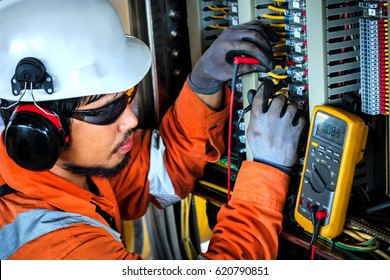 Technician,Instrument technician on the job calibrate or function check pneumatic control valve in process oil and gas platform offshore,technician