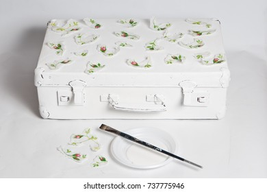 technique decoupage. the decor of the old suitcase. decorating objects with paper napkins with a pattern. A ready-made drawing is used and an appliqué is made. hobbies and interests.