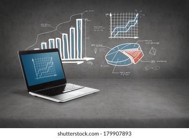 concepto de tecnología y publicidad - ordenador portátil con gráfico en pantalla