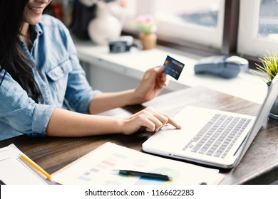 Technology, Online shopping, Digital banking, home lifestyle concept, a beautiful Smiling Asian woman with a laptop computer and credit card at home for business payment, career, e-commerce trading