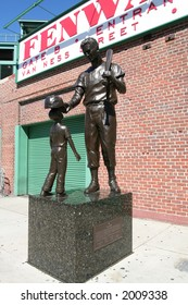Ted Williams statue outside Fenway Park
