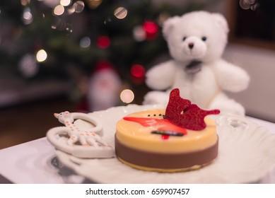 Teddy bear and the cake