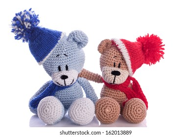 teddy bear couple with scarf and cap