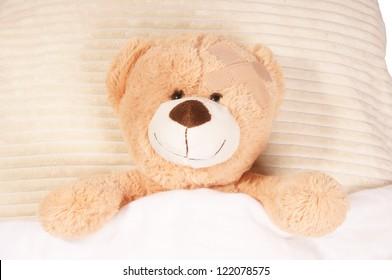 Teddy Bear lying in the bed / Teddy bear