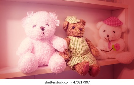 Teddy bear on the shelves, the effect of pink.