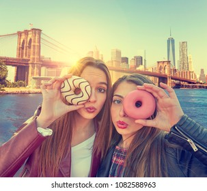 Teen girls portrait with donuts in eye in New York photomount Manhattan