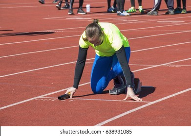 Teenage girl at the start of the relay race