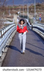 Teenage girl walks while looking at the smartphone