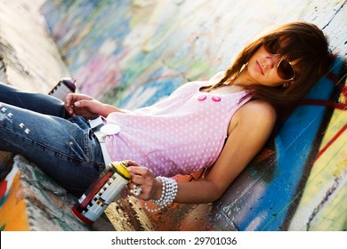 Teenage with sunglasses, with a graffiti background, fashion look