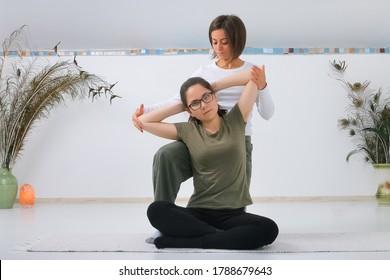 Teenager getting Shiatsu massage from Shiatsu masseuse