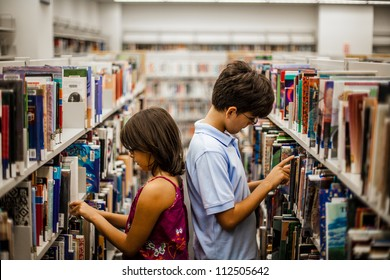 Teenager in a library are reading books