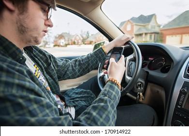 enviar mensajes de texto y conducir a un adolescente