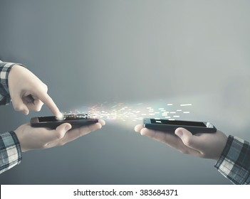 Teenager transfering data from a smartphone to another one