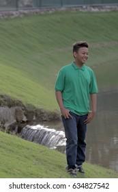 Teenagers enjoying the atmosphere on the lake