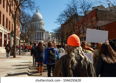 Teens marching to the capitol in protest of gun violence