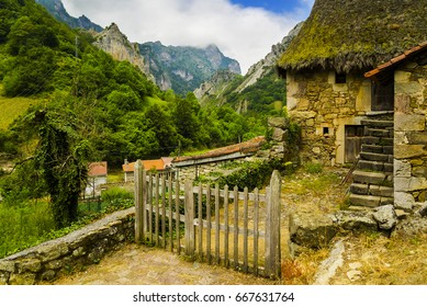 A Teito is a type of stone dwelling with a thatched straw or broom roof, found in western Asturias, especially in the Somiedo area, and also in Galicia, North West of León and North East of Portugal