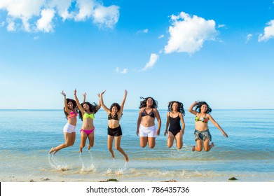 TELCHAC PUERTO, YUCATAN - NOVEMBER 01 2015: Beautiful local girls. Posing for a photograph . Photographed in beach, in Telchac Puerto on NOVEMBER 01 2015.
