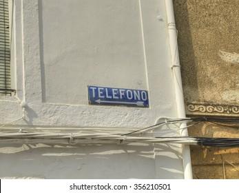 Telephone This Way