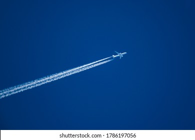 Telephoto closeup of jet plane aircraft cruising from Dallas to Tokyo at 37,975 feet, ground speed of 468 Kts.