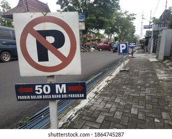 Temanggung, Indonesia 30 Nov 2020 no parking signboard placed on the side of the road, on the sidewalk
