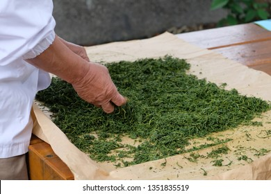 Temomicha, a traditional artisanal technique. It is a process kneading and rolling the tea leaves by hand. This rolling by hand on a heated table has the effect of enhancing the aromas,  umami taste.