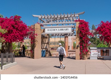 TEMPE, AZ/USA - APRIL 10, 2019: Unidentified individuals at Hayden Library on the campus of Arizona State University.