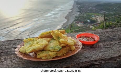 Tempe Mendoan / Gorengan : Indonesian Traditional Snack