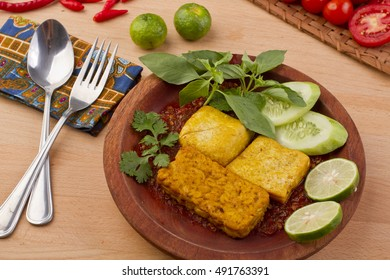 tempe tahu penyet, fried tofu and tempeh, Indonesian cuisine