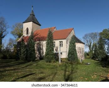 Tempelberg, Village Steinhoefel, county Oder-Spree, state Brandenburg, Deutschland - church behind pond