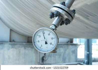 Temperature gauge at vessel, it is bourdon type for measure temperature inside this vessel. This temperature service outdoor and have more dust and dirty