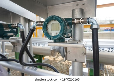 Temperature transmitter for measuring in steam  system in gas pipeline.