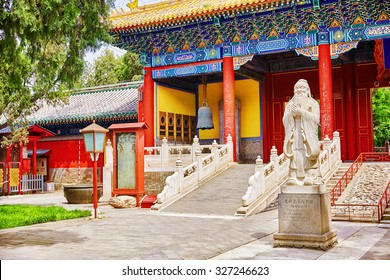 """Temple of Confucius at Beijing is the second largest Confucian Temple in China. Translation inscription """"Big Xu Gate"""",under monument translation-""""Statue of Confucius, the great Chinese philosopher """"."""