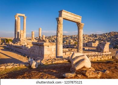 El templo de Hércules y la mano, la ciudadela de Ammán, Jordania