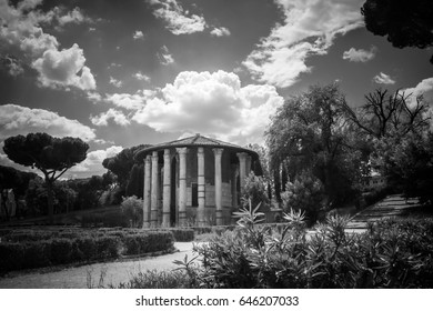 Temple of Hercules Victor, Piazza St.Maria in Cosmedin, Rome, Unesco World Heritage Site, Latium, Italy, Europe Details