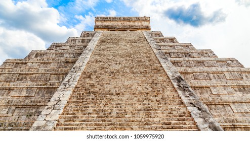 Temple of Kukulcan or the Castle, the center of the Chichen Itza maya archaeological site, Yucatan, Mexico