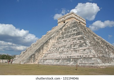 The temple of Kukulcan (El Castillo) at Chichen Itza, (Mayan Ruins) in Mexico.