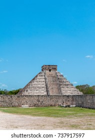 Temple of Kukulkan at Chichen Itza, Yucatan, Mexico