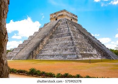 Temple of Kukulkan, pyramid in Chichen Itza, Yucatan, Mexico