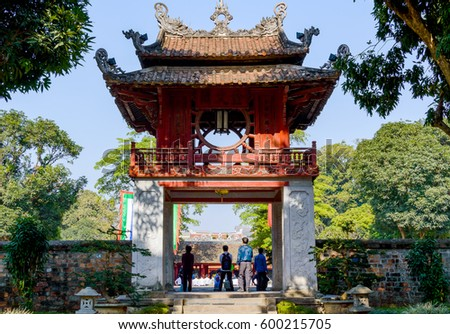 temple literature van mieu hanoi vietnam の写真素材 今すぐ編集