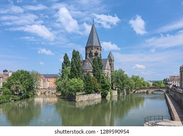 Temple Neuf (New Temple), a Protestant city church in Metz, France. View from a bridge across the Moselle river. The church was built in 1901-1904 by design of the German architect Conrad Wahn.