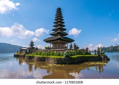 Temple on the lake - ulun danu Bratan