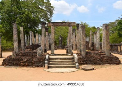 Temple of the sacred tooth relic, Polonnaruwa