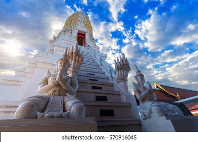 the temple's prang Phra Si Rattana Mahathat is a Buddhist temple (wat) in Phitsanulok Province, Thailand.
